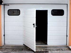 WICKET DOORS Una comoda soluzione per sfruttare al massimo il tuo Portone Sezionale Genius & WICKET DOORS - Sectional Doors Genius